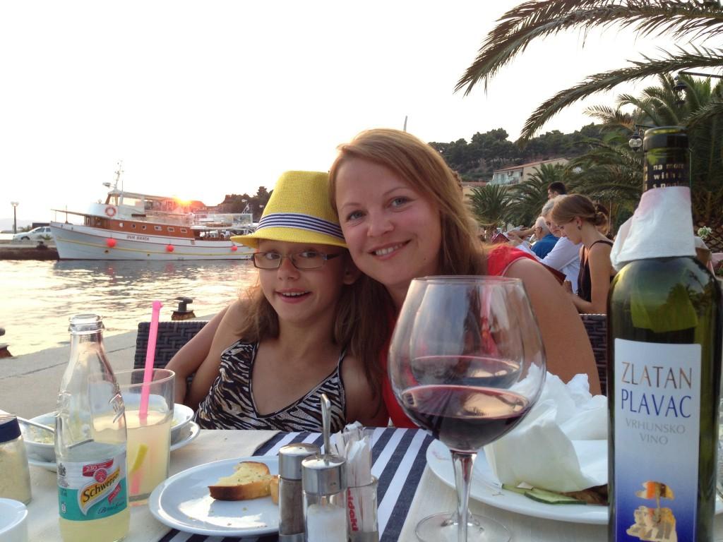 Solnedgång bakom båten. Romantik!