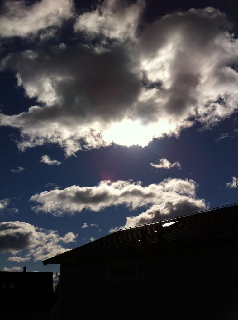 Nej.... solen gick i moln, men ganska fint. Det blåser lite