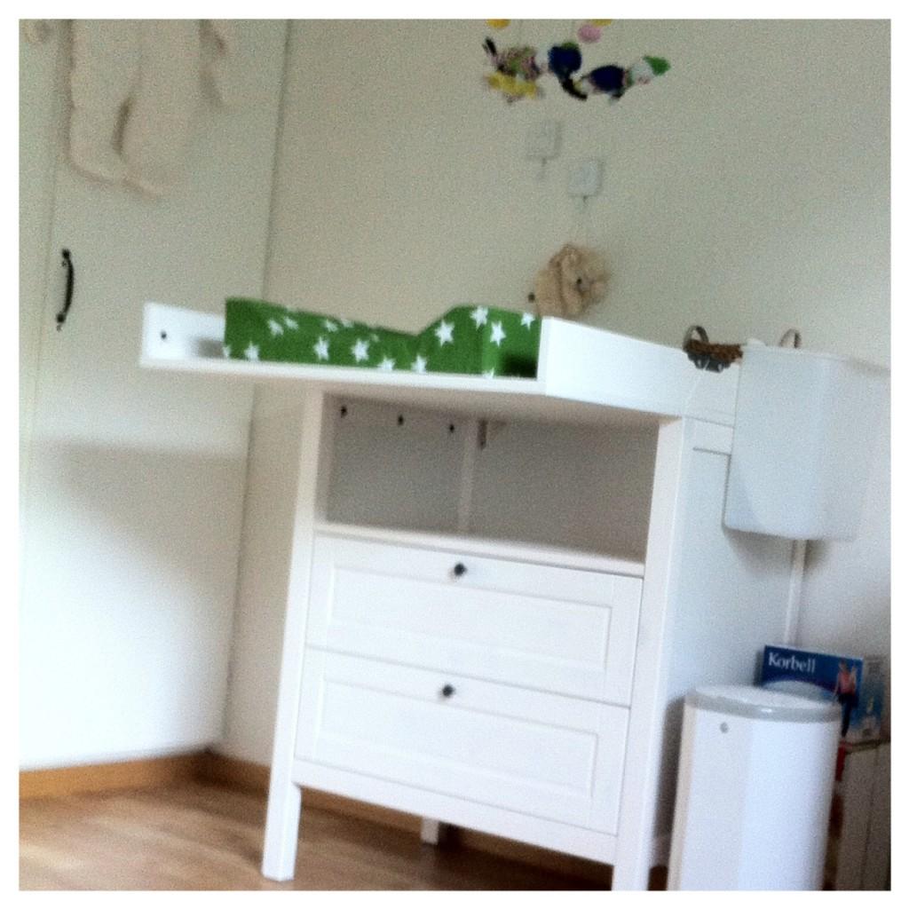 Allt utom väggen och golvet är nytt. Titta blöjpapperskorgen.