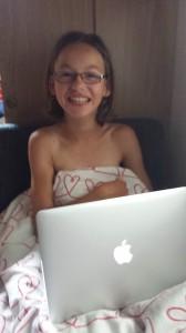 Alice med sin nya dator