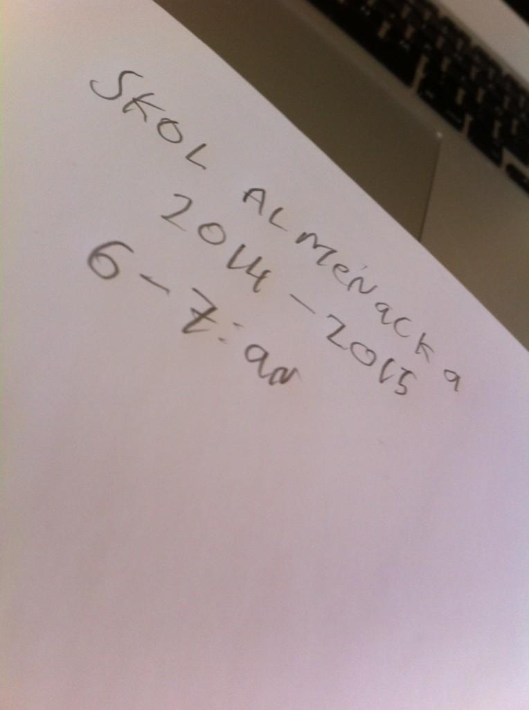 Förlåt stavas ju: almanacka, hihi ! :-)