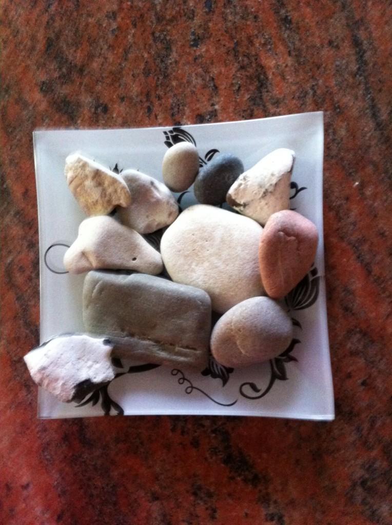 Fina stenar, dem plockade jag och Ia på Råå vid havet, den längst upp till höger liknar ett hjärta :-)