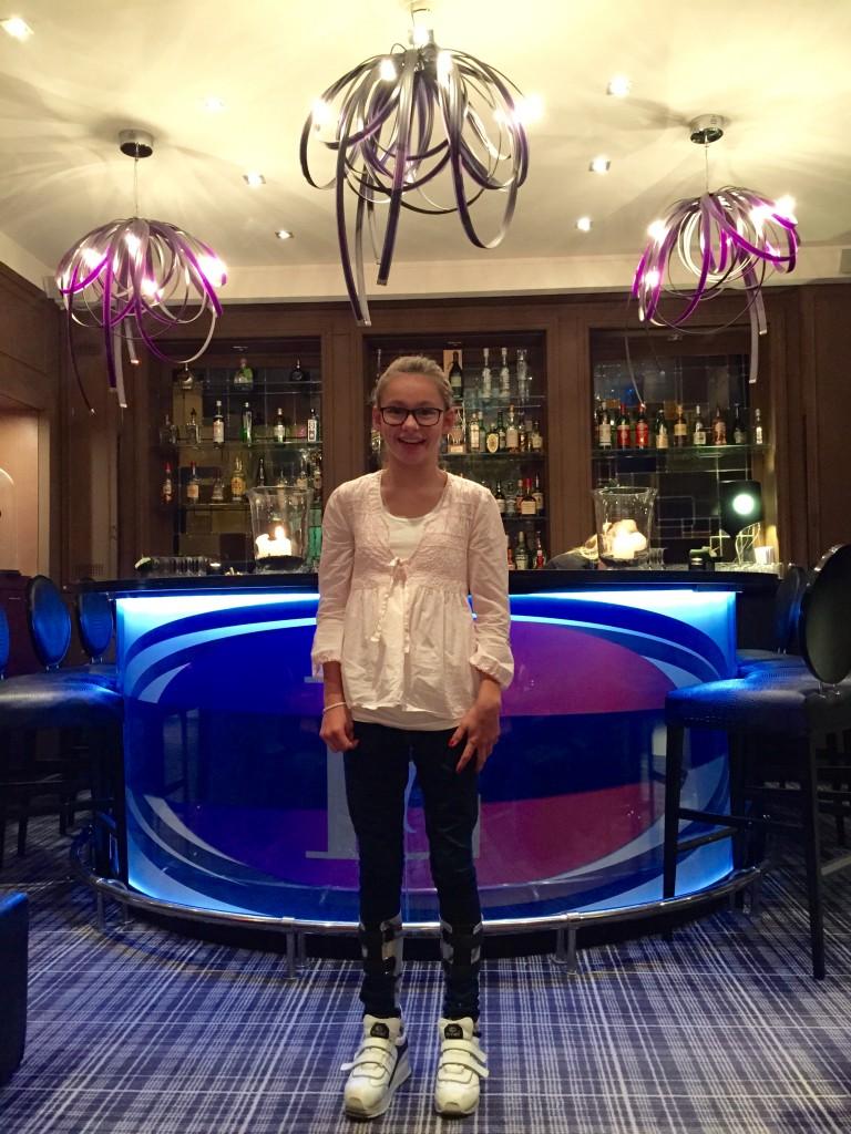 Vid baren på hotellet på lördagen. Vi tog en drink där innan Taxin kom.