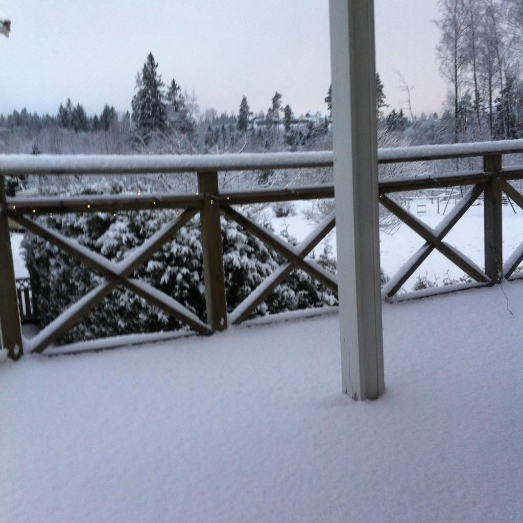 Skitt vad det hade snöat mycket i går morse när jag vaknade och tittade ut.