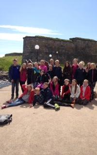 Klassen ute på fästningen, vi tog en grupp bild när alla låg i ett nätt på universeum också :)