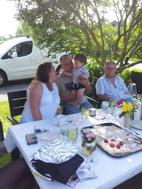 Busar med Elliot på kalaset