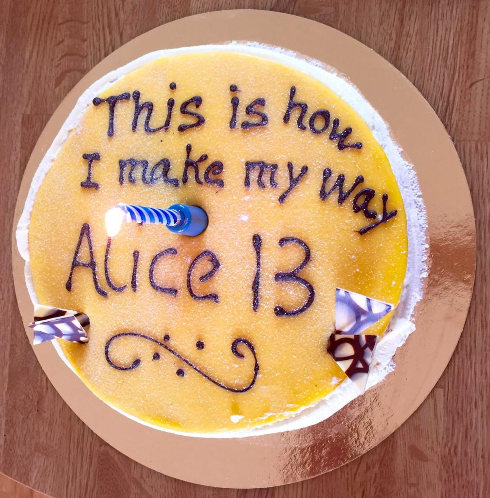 Min tårta, de söng för mig innan vi tog tårta, och sen fick jag blåsa ut ljuset. :)