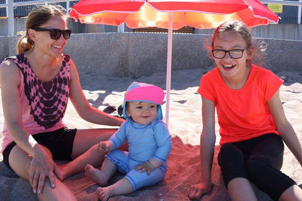 Elliot i sanden på campingen :)