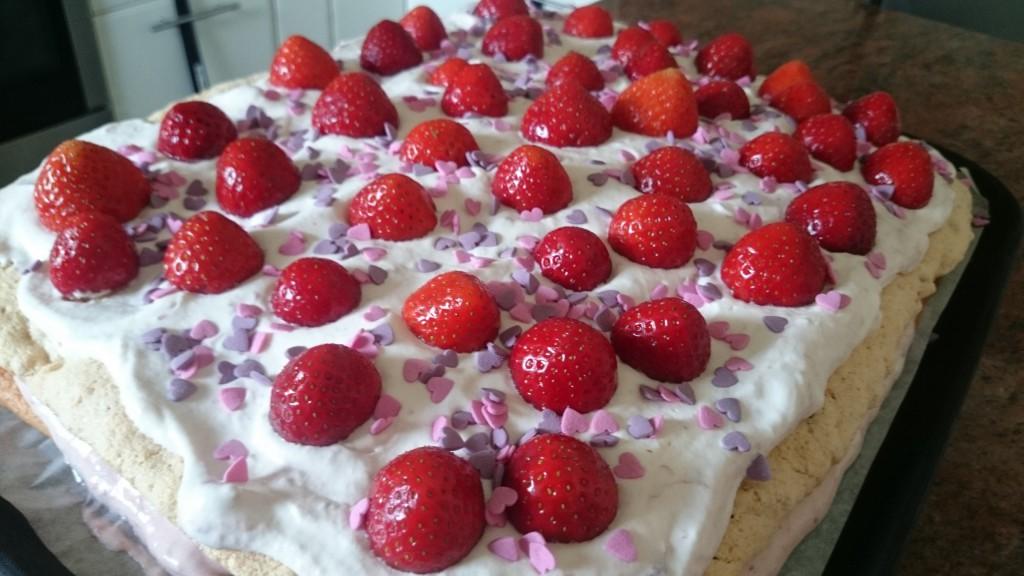 Tårtan med hjärtströssel på, mums! :)