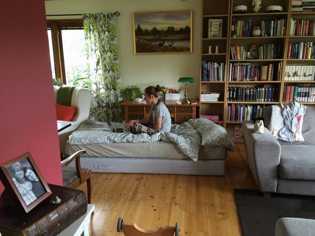 Min säng i vardagsrummet