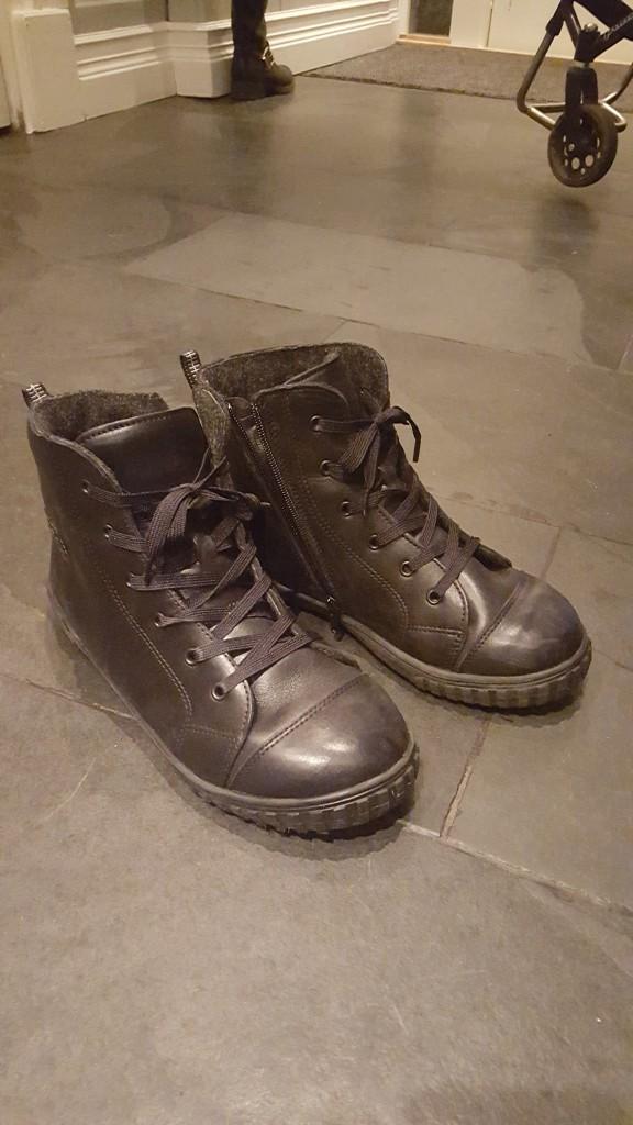 Snygga skor va? De ser ut som vanliga skor ju!!!