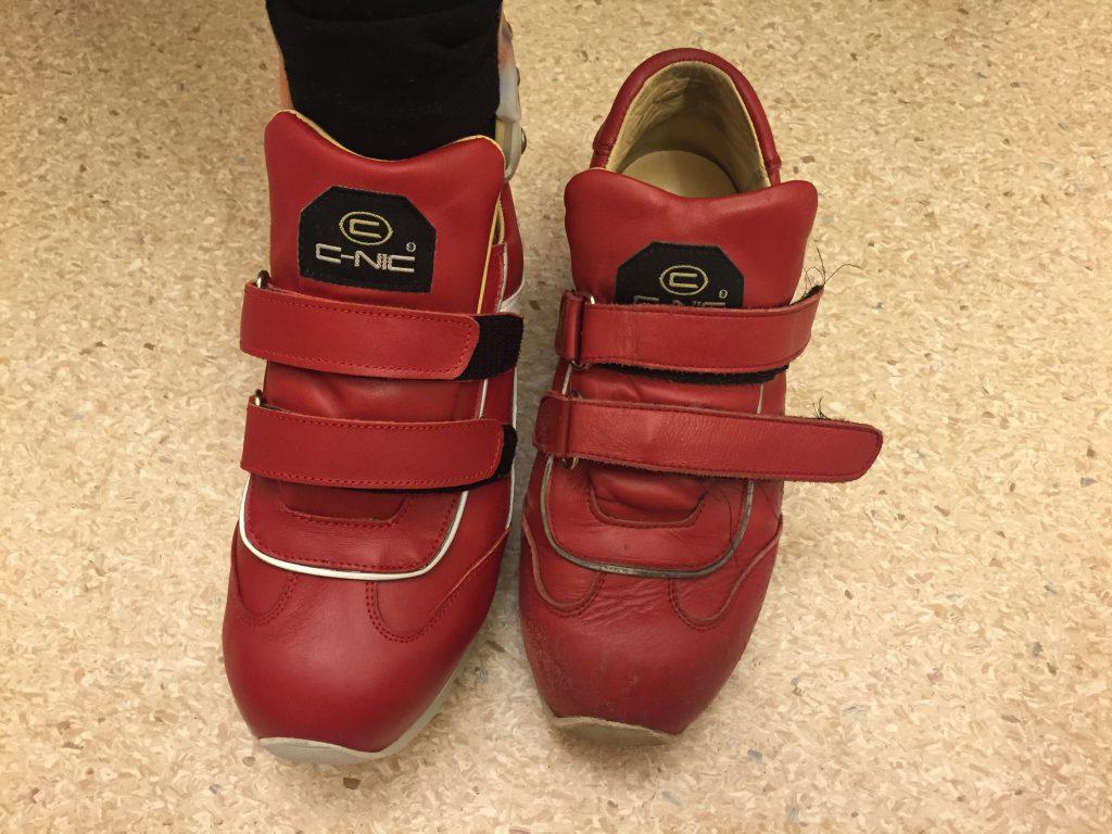 Vilken skillnad på skor, fast det är likadana! Haha! :) Titta på reflexerna, på de gamla skorna syns de inte ens! :)