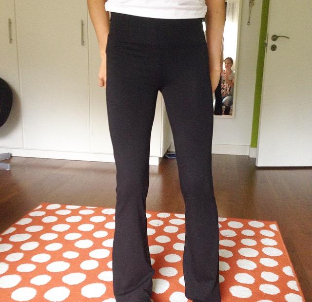 Jag köpte ett par jättesköna vida smala byxor. Jätteskönt att ha på sig i skolan när man pluggar.