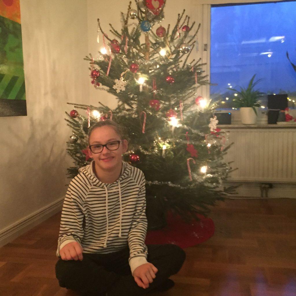 Vår julgrann. färdigkläd! :)