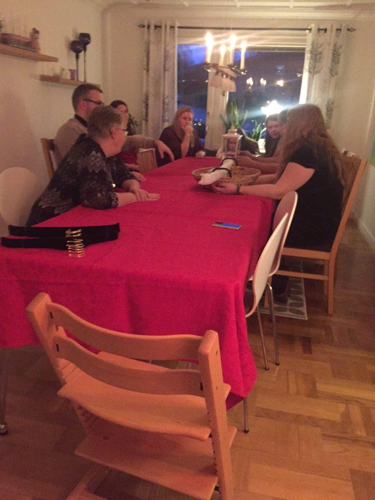 Halva familjen samlade runt julbordet! :) <3